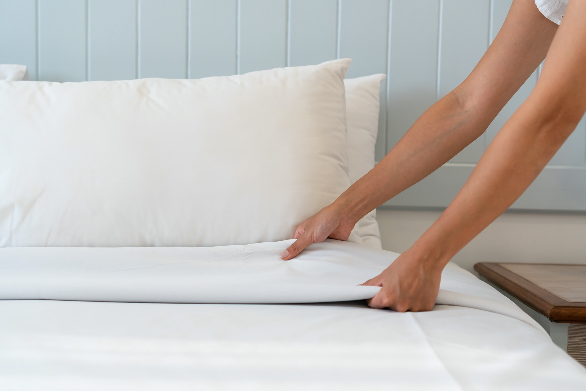 Close Up Woman Hand Set Up White Bed Sheet In Hotel Room, Copy S